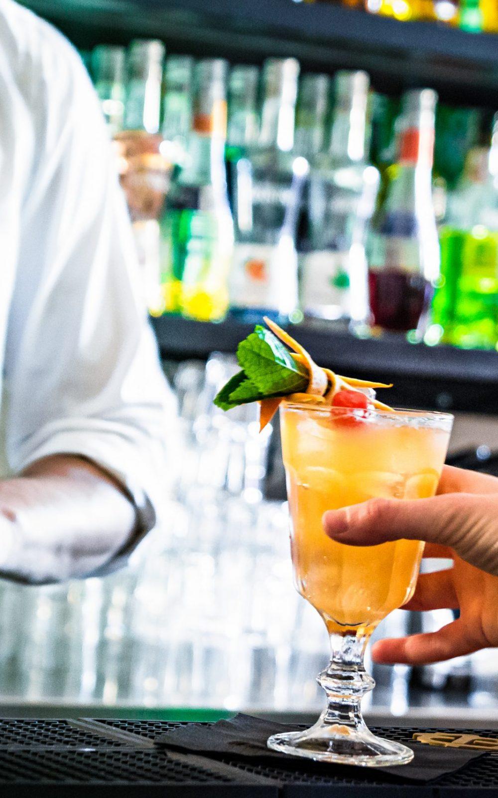 cocktail bar 10